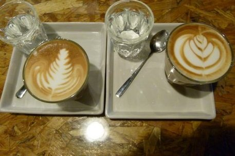 Very cool latte art. Delicious too!